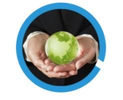 mani che porgono una sfera verde