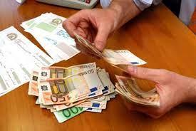 mani che contano pezzi da 50 euro