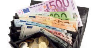 immagine di euro di vario importo in un portafoglio
