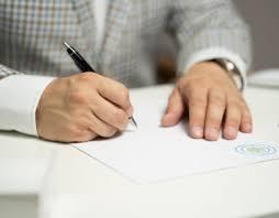 persona che firma documenti
